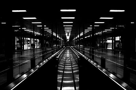 Paris: Charles-de-Gaulle; zwischen Terminal E und Terminal F