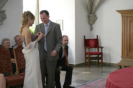 Hochzeit Karin und Oliver, Standesamt, Ringe anstecken